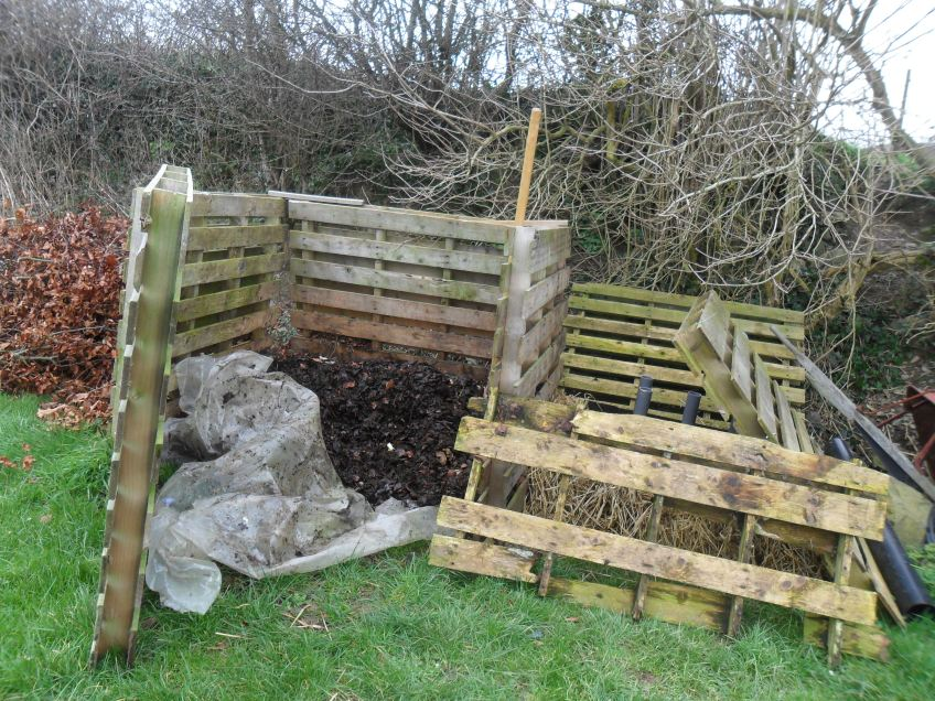 wooden pallet compost enclosure