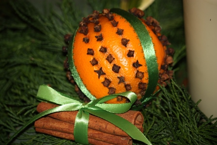 clove & orange pomander with cinnamon sticks