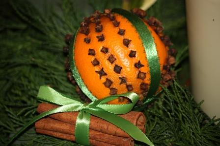 clove & orange pomander with cinnamon sticks