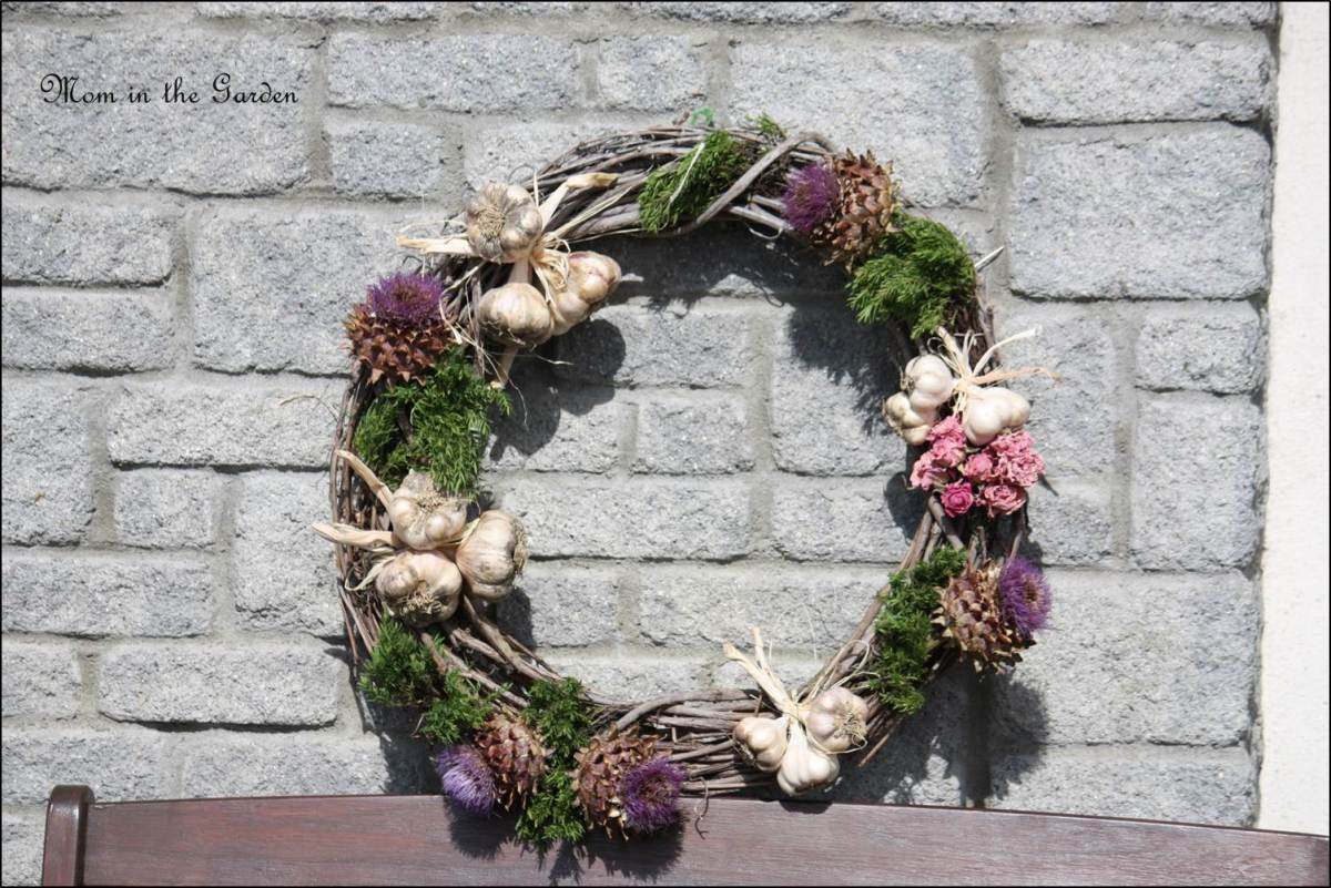 Grow your own/Make your own: A Garlic Wreath with panache!