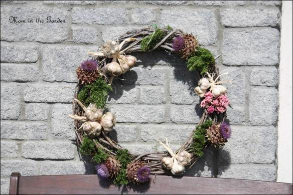 Garlic Wreath with artichokes and roses