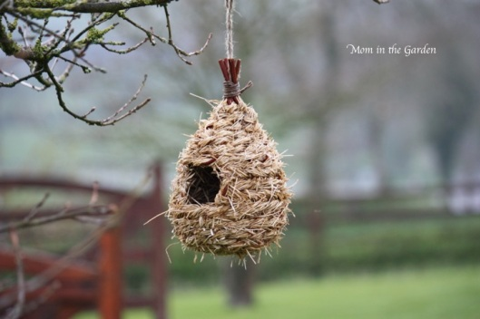 a rustic feel to the birdhouse too