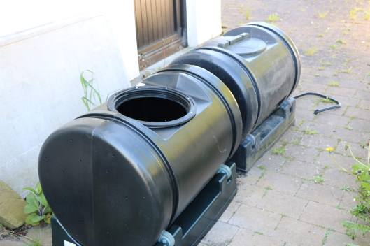 enclosed compost tumblers