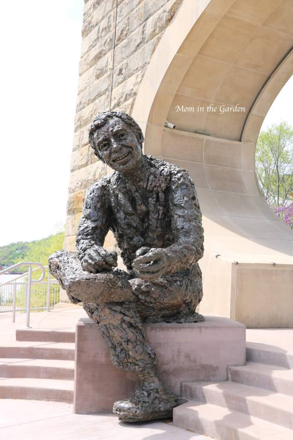 Mister Rogers sculpture