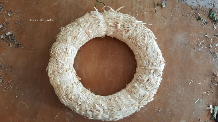 straw wreath frame