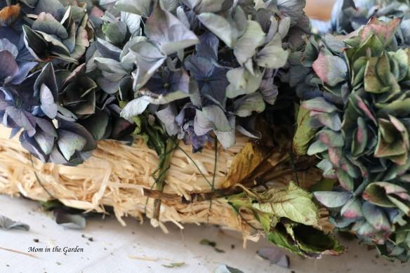 Hydrangea Wreath wire closeup